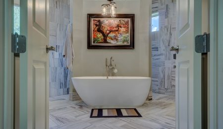 Design Decisions: The Pros and Cons of  Freestanding Bathtubs